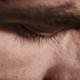 Mann mit geschlossenen Augen